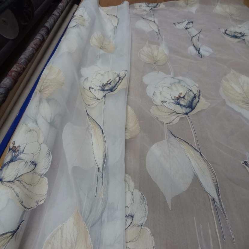 6 5m de voile imprime fleurs ton mastic indigo3