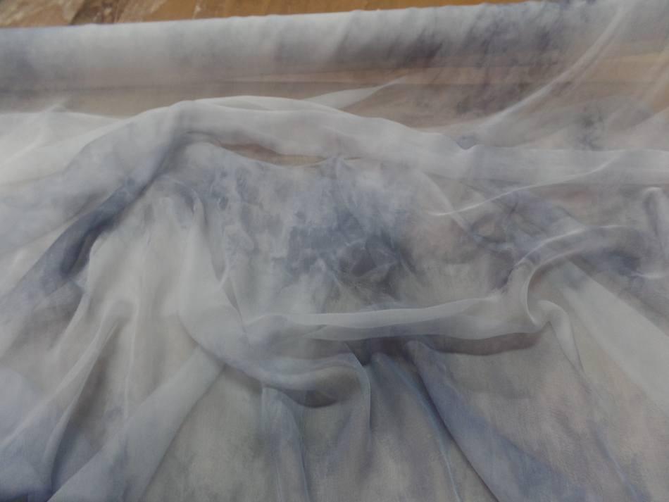 Achat mousseline de soie gris clair imprime bleu marine