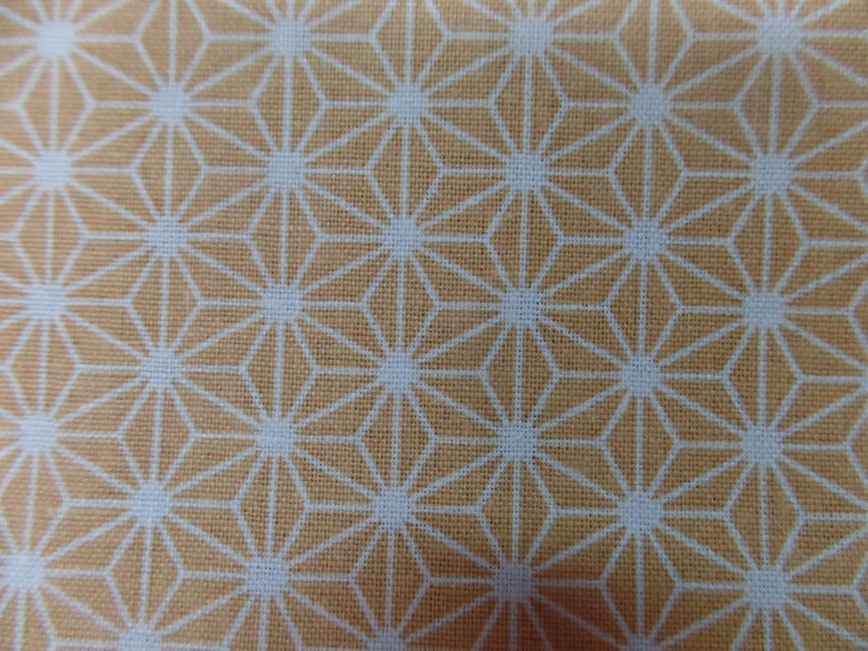 Achat tissu coton 100 cretonne imprime geometrique jaune safran et blanc en 1 45m de l