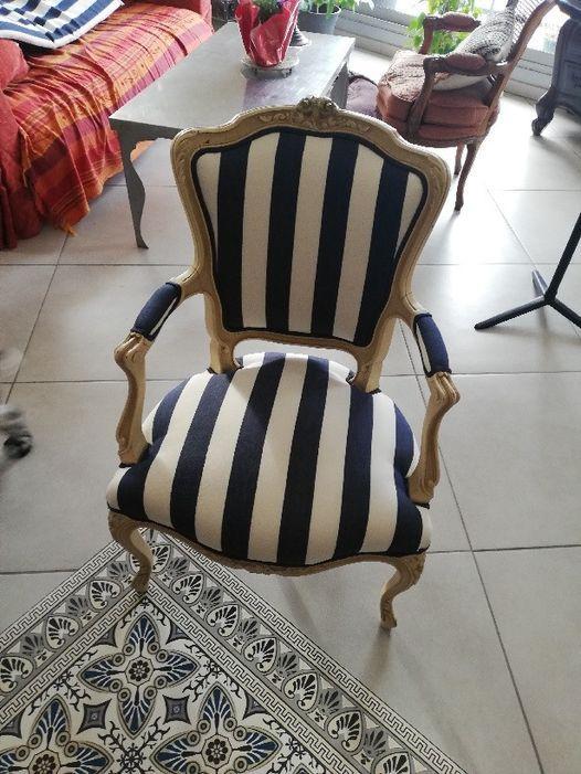 Bache blanche raye bleu fauteuil