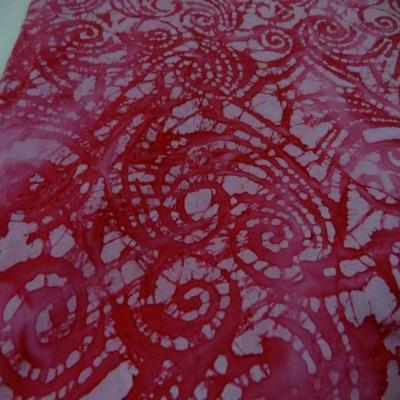 Batik motif en camaieu de rose motifs fossile
