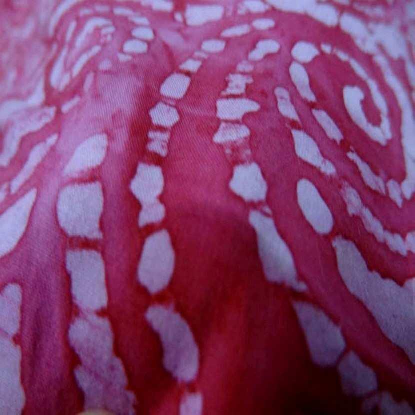 Batik motif en camaieu de rose motifs fossile1
