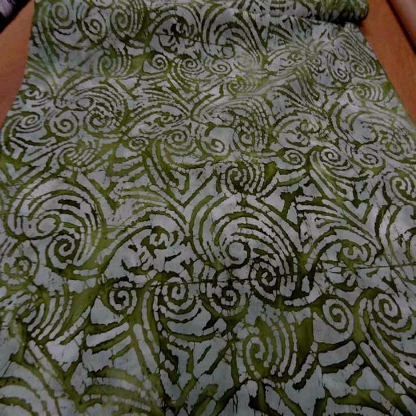 Batik motif en camaieu de vert olive motifs fossile6