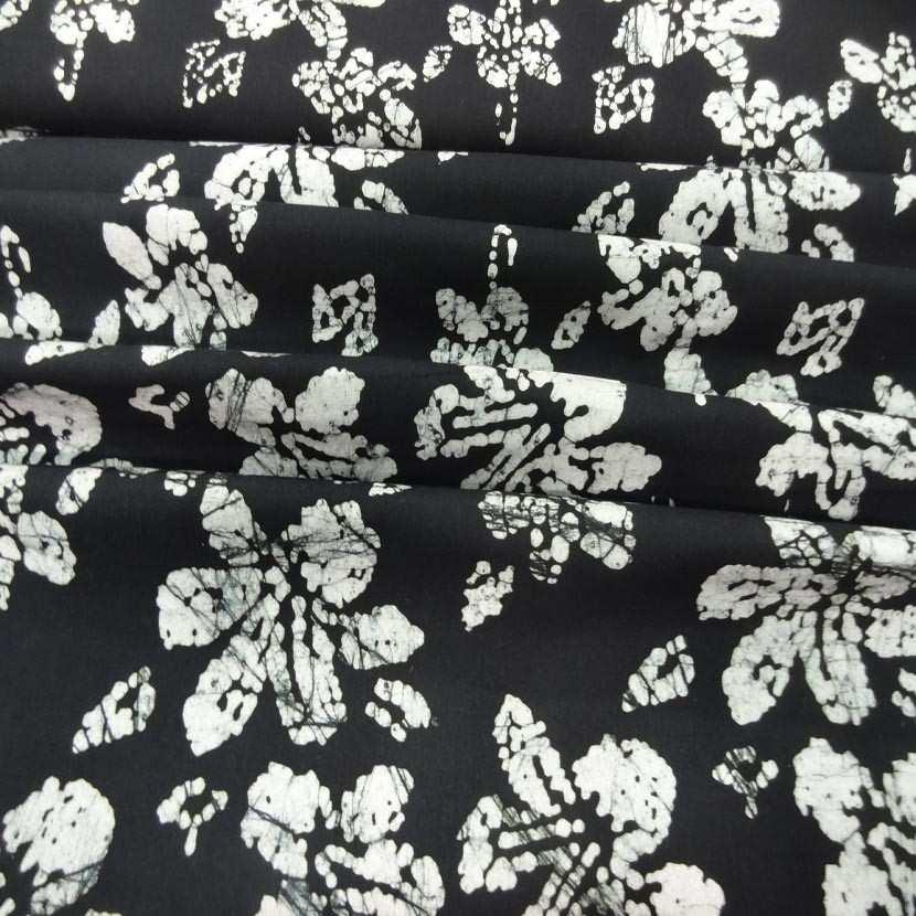 Batik ton noir imprime fleurs blanche9