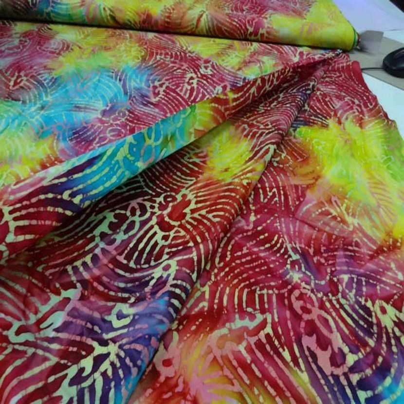 Batik ton rouge jaune bleu1