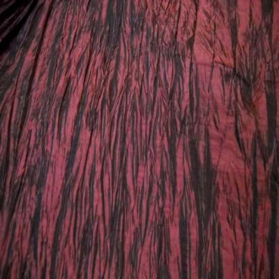 Beau taffetas froisse plisse rouge bordeaux en 1 25m de l