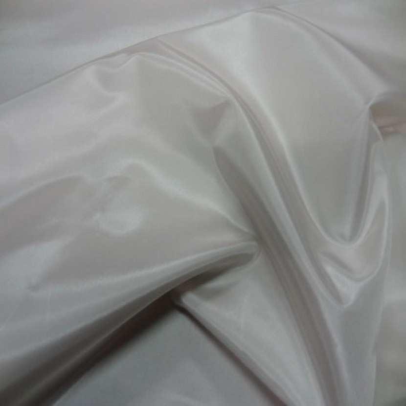 Beau taffetas polyester souple blanc casse