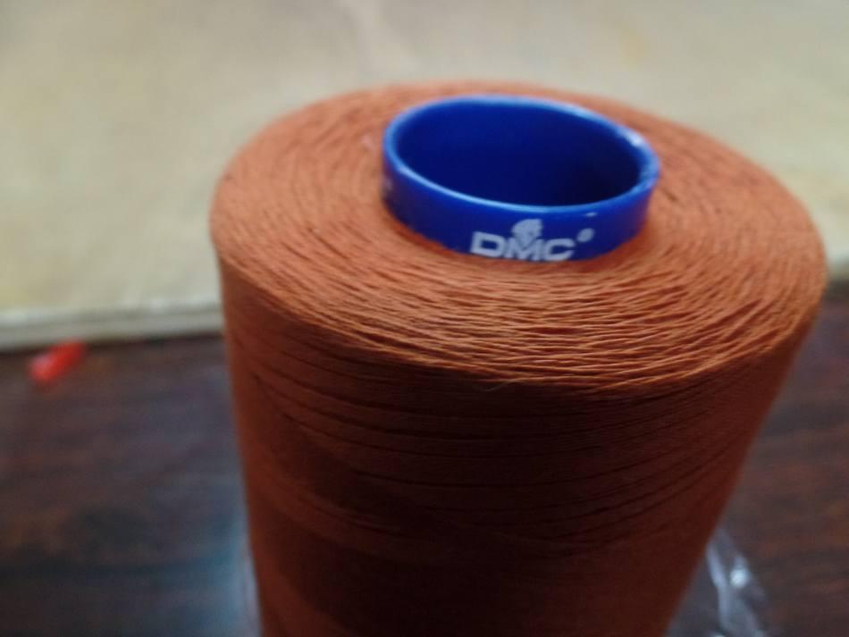 Cône de fil 5000 mètres DMC couleur abricot -35-1074-4358 pas cher