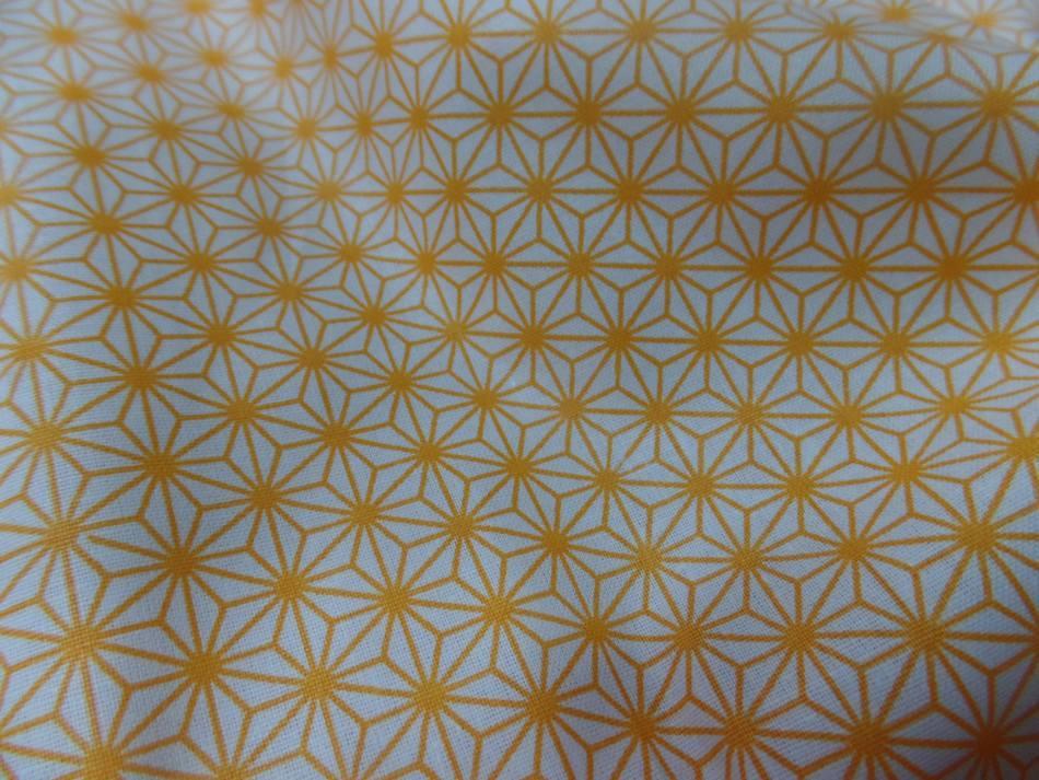 Coton 100 blanc imprime geometrique jaune en 1 45m de l
