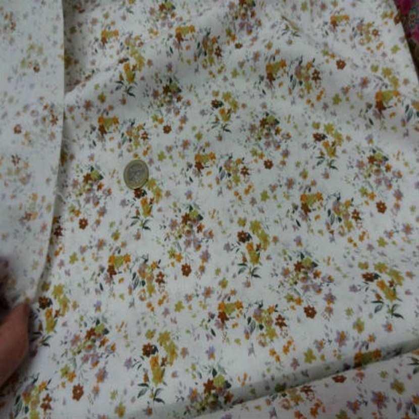 Coton blanc imprime petite fleurs ton de terre