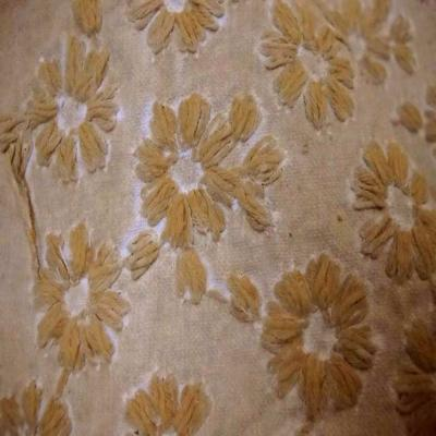 Coton d ameublement ton beige a petite fleurs brode8
