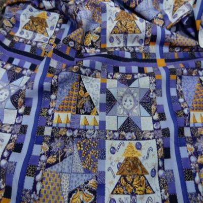 Coton imprime mauve violet et dore 2