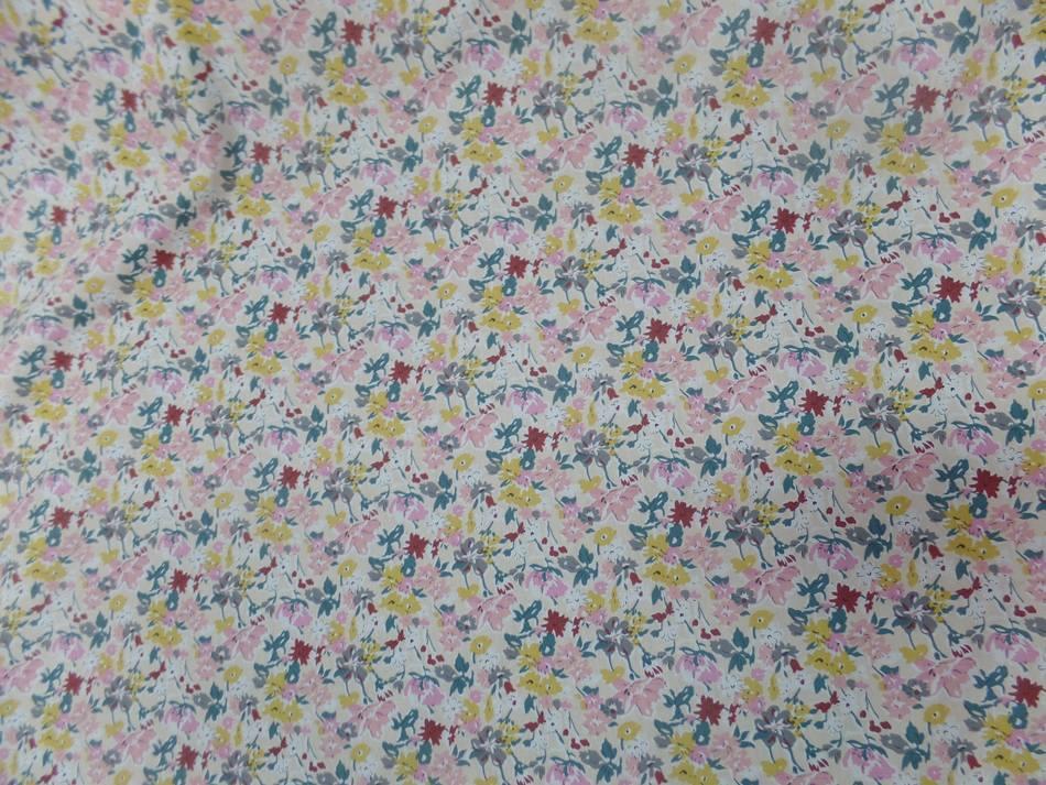 Coton popeline beige clair imprime liberty petite fleurs