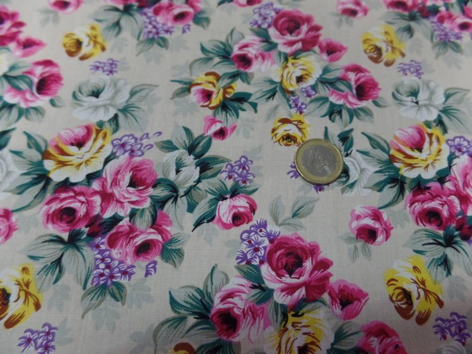 vente de coton popeline beige imprimé rosiers ton rose ,vert et jaune