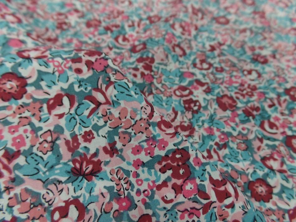 tissu coton popeline blanche imprime liberty fleurs bordeaux rose et bleu