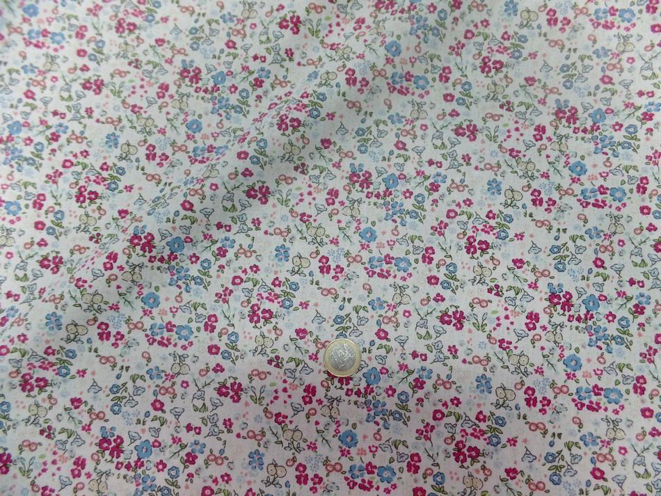 Coton popeline blanche imprime liberty fleurs ton bleu bordeaux et vert