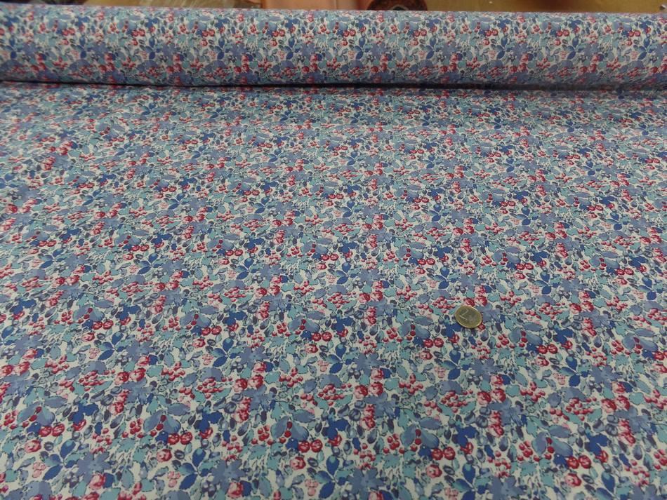 Coton popeline blanche imprimé liberty fleurs ton bleu et rouge