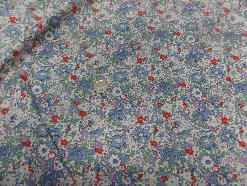 tissu coton popeline blanche imprimé liberty fleurs ton bleu gris et rouge
