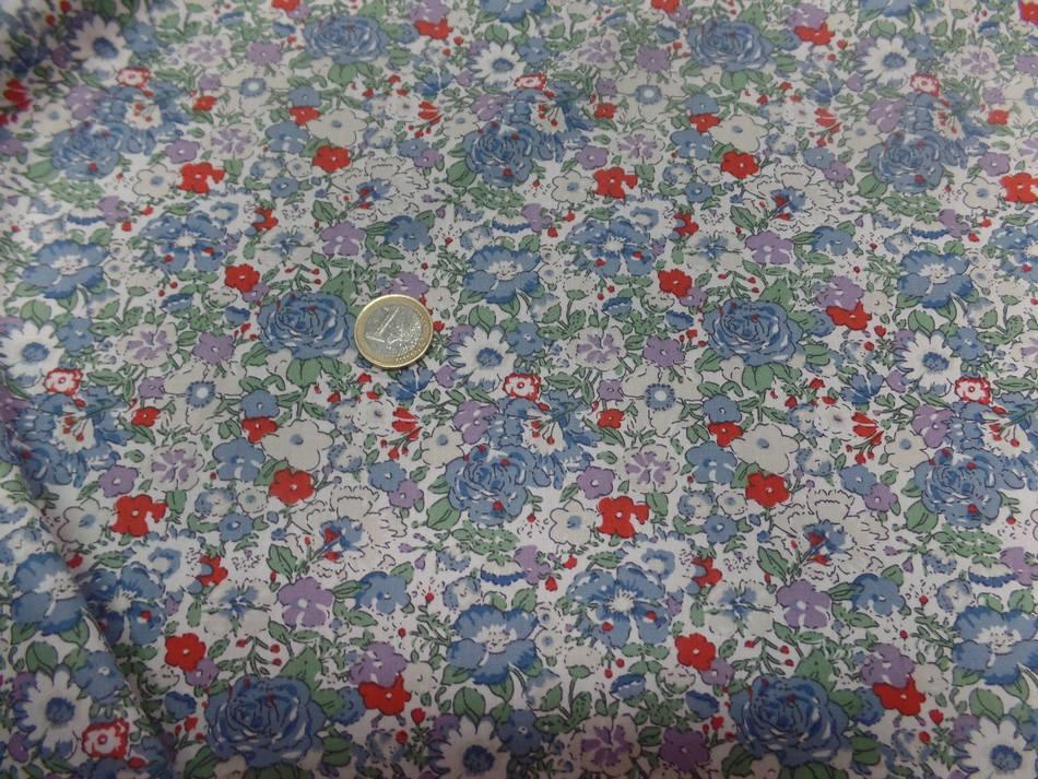 Coton popeline blanche imprime liberty fleurs ton bleu gris et rouge9
