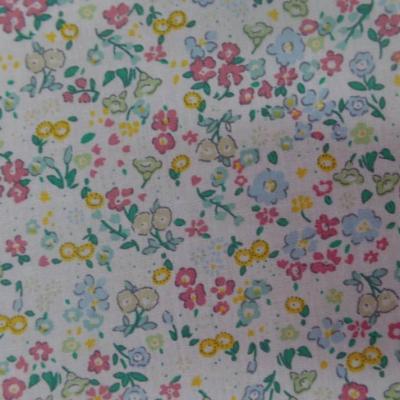 Coton popeline blanche imprime liberty fleurs ton bleu vert et jaune