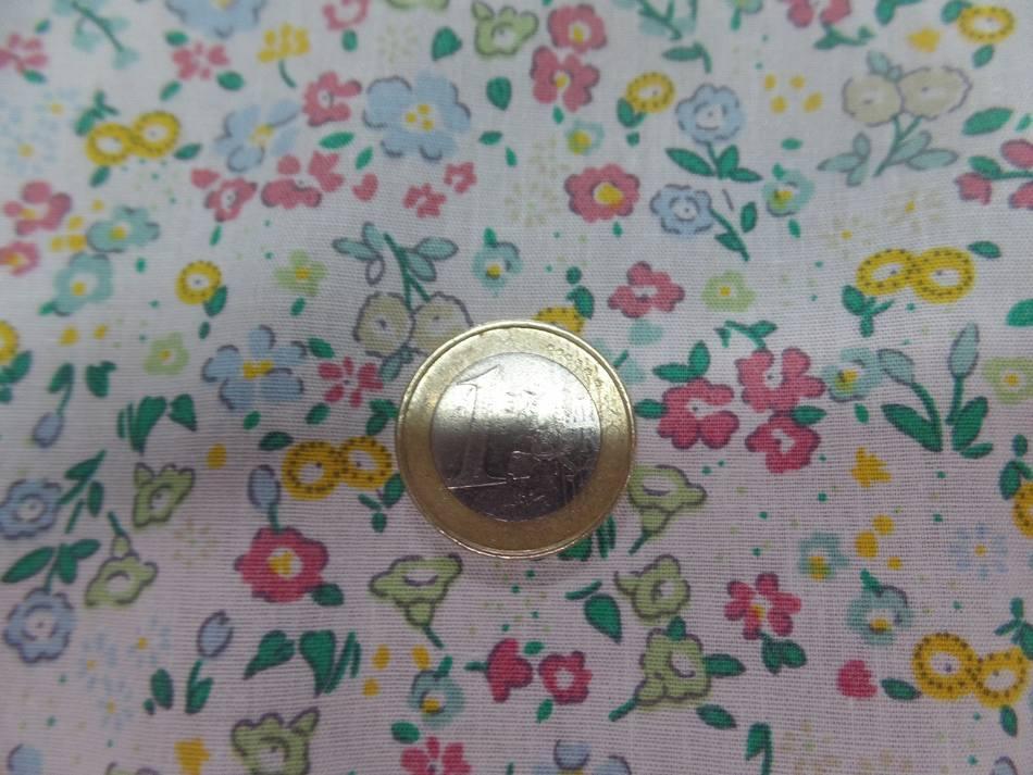 Coton popeline blanche imprimé liberty fleurs ton bleu,vert et jaune