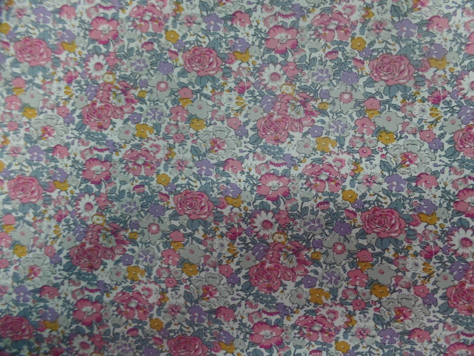 Coton popeline blanche imprime liberty fleurs ton rose
