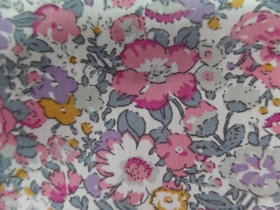 Coton popeline blanche imprime liberty fleurs ton rose2
