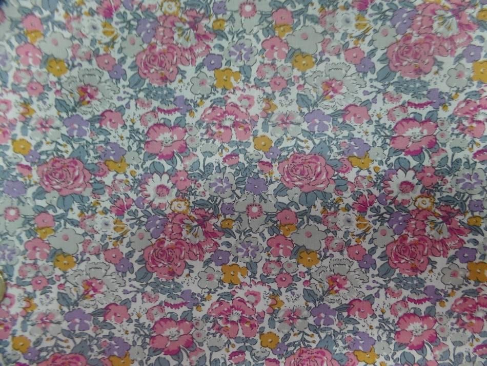 Coton popeline blanche imprime liberty fleurs ton rose8