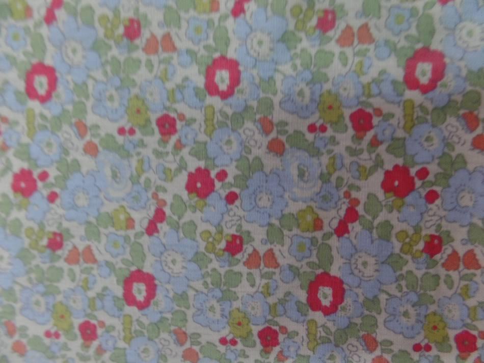 Coton popeline blanche imprimé liberty fleurs ton rouge,vert et bleu
