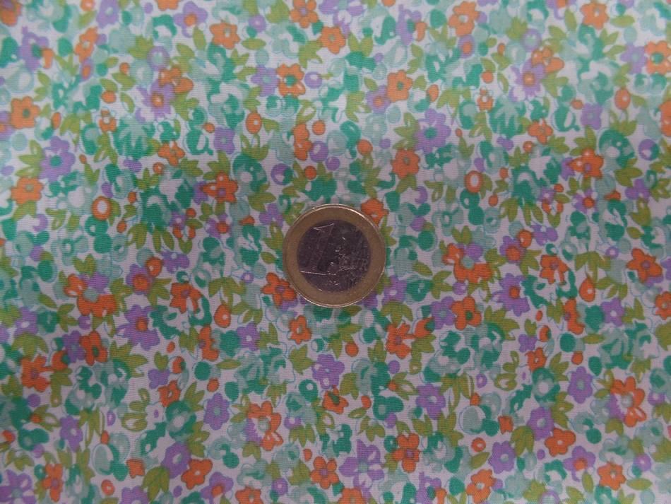 tissu Coton popeline blanche imprime liberty fleurs ton vert mauve et orange