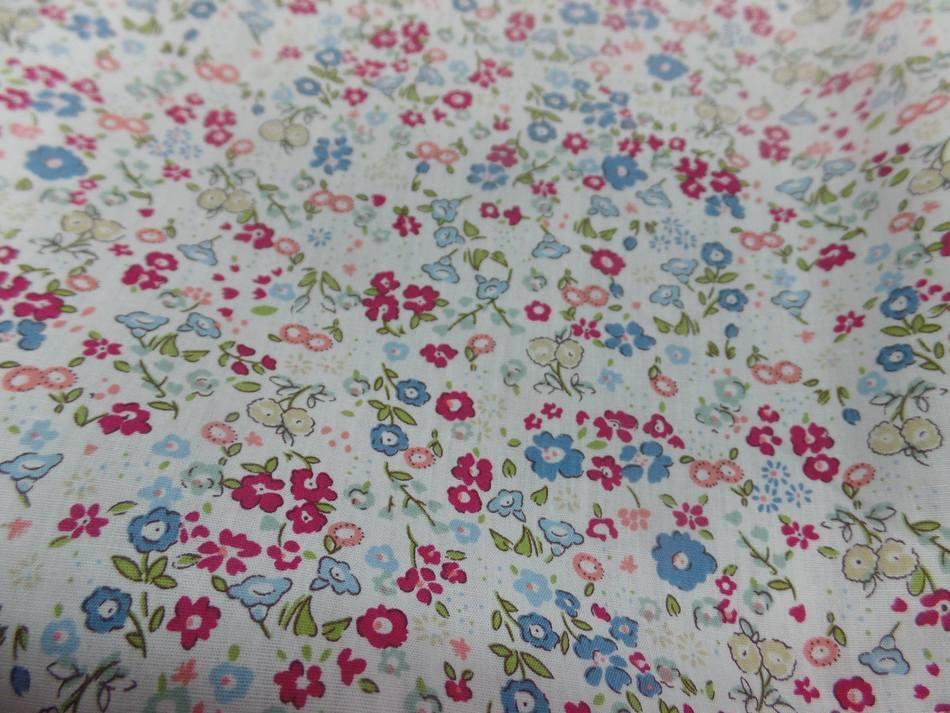 Coton popeline blanche imprime liberty rouge vert et bleu0