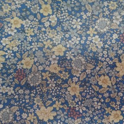 Coton popeline bleu imprime liberty fleurs ton jaune blanc et gris