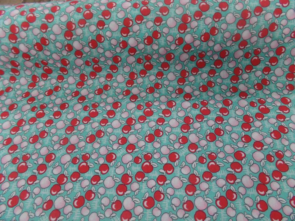 Coton popeline bleu imprime liberty motifs cerises rouge