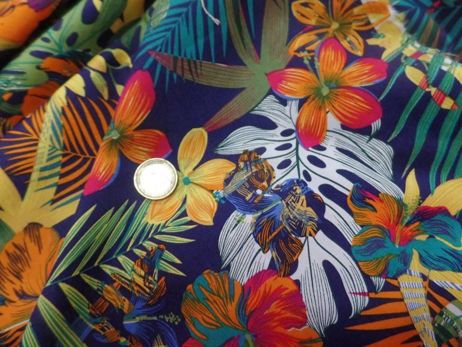 Coton popeline bleu nuit imprimé hawaïen ton rouge ,vert ,orange ,bleu en ligne