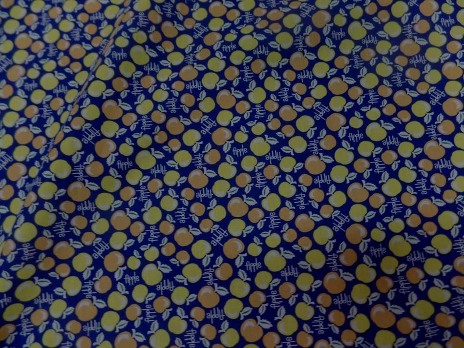 Coton popeline bleu nuit imprime liberty motifs cerises jaune