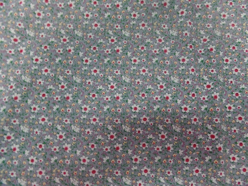 Coton popeline grise imprimé liberty fleurs ton blanc et rouge