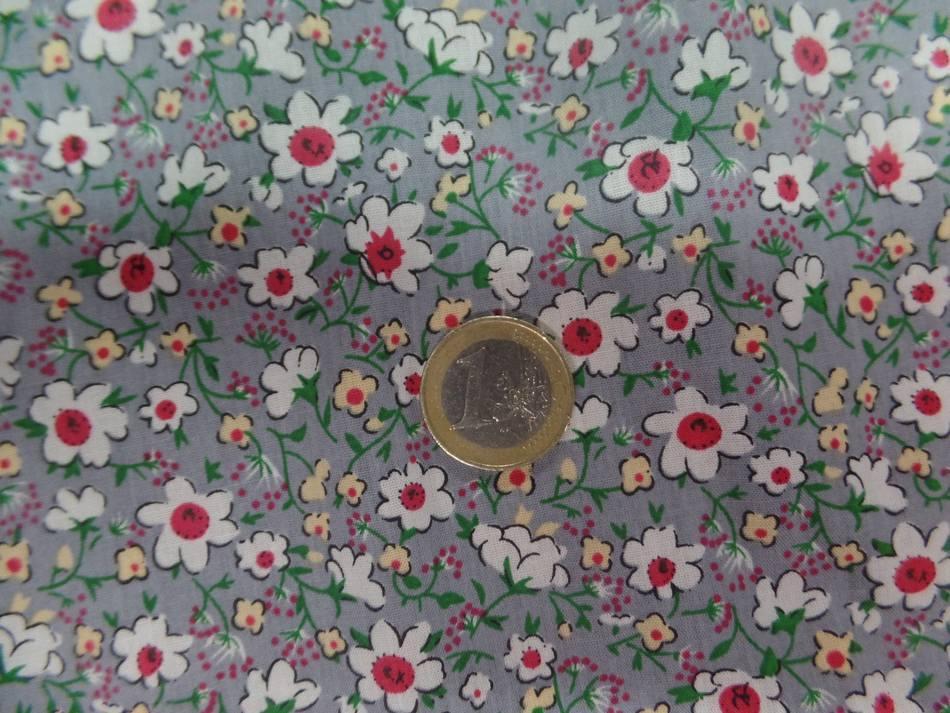 Coton popeline grise imprime liberty fleurs ton blanc et rouge1