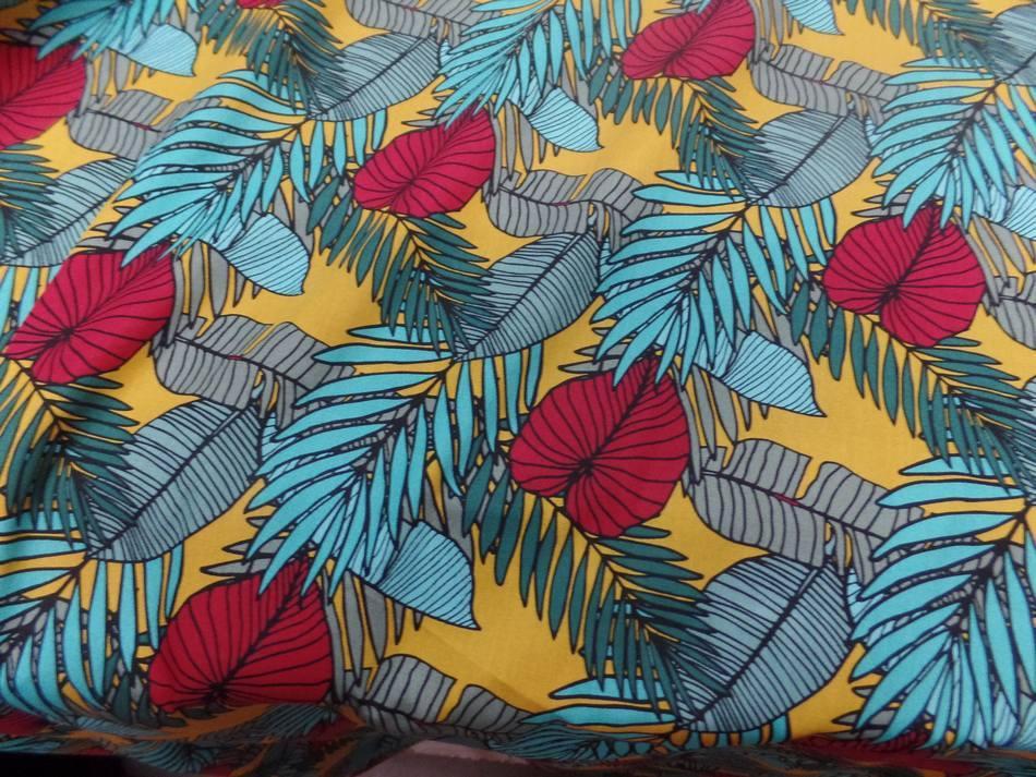Coton popeline imprime fleurs ton bleu et rouge3