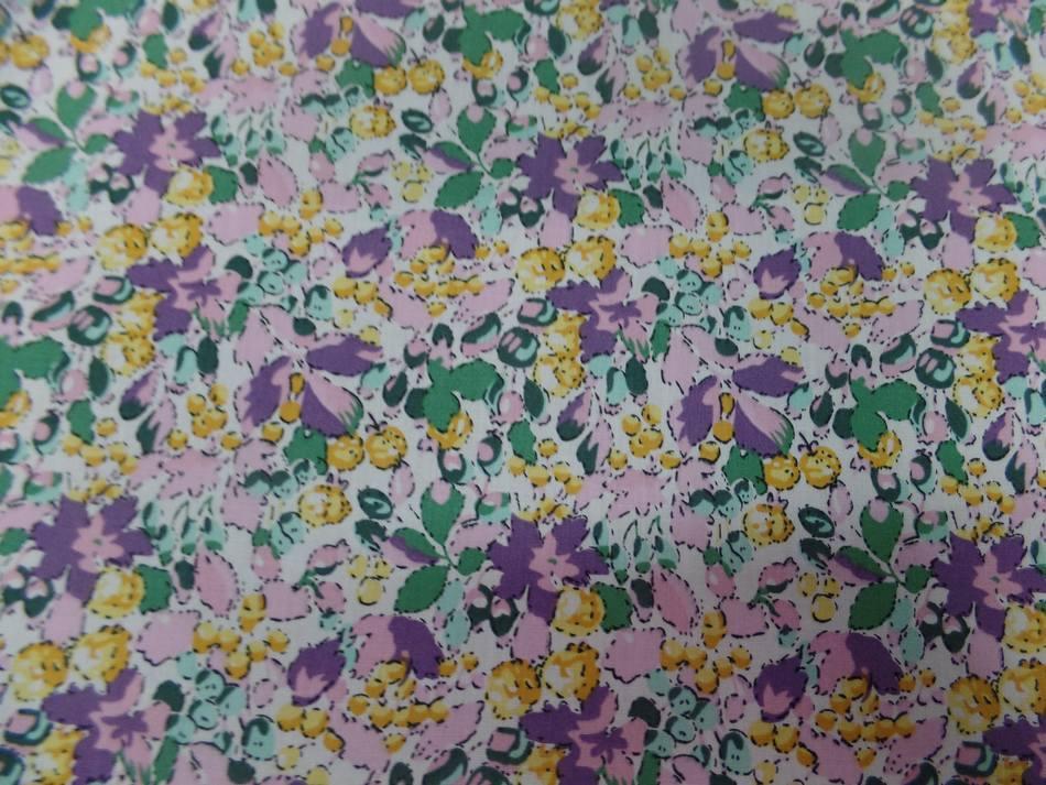 tissu coton popeline imprime liberty fleurs ton lavande jaune et vert