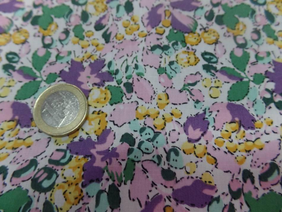 Coton popeline imprime liberty fleurs ton lavande jaune et vert3