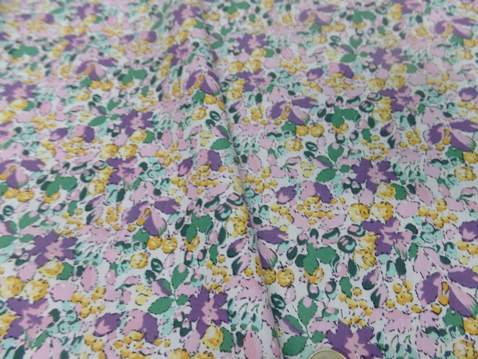 Coton popeline imprime liberty fleurs ton lavande jaune et vert9 1
