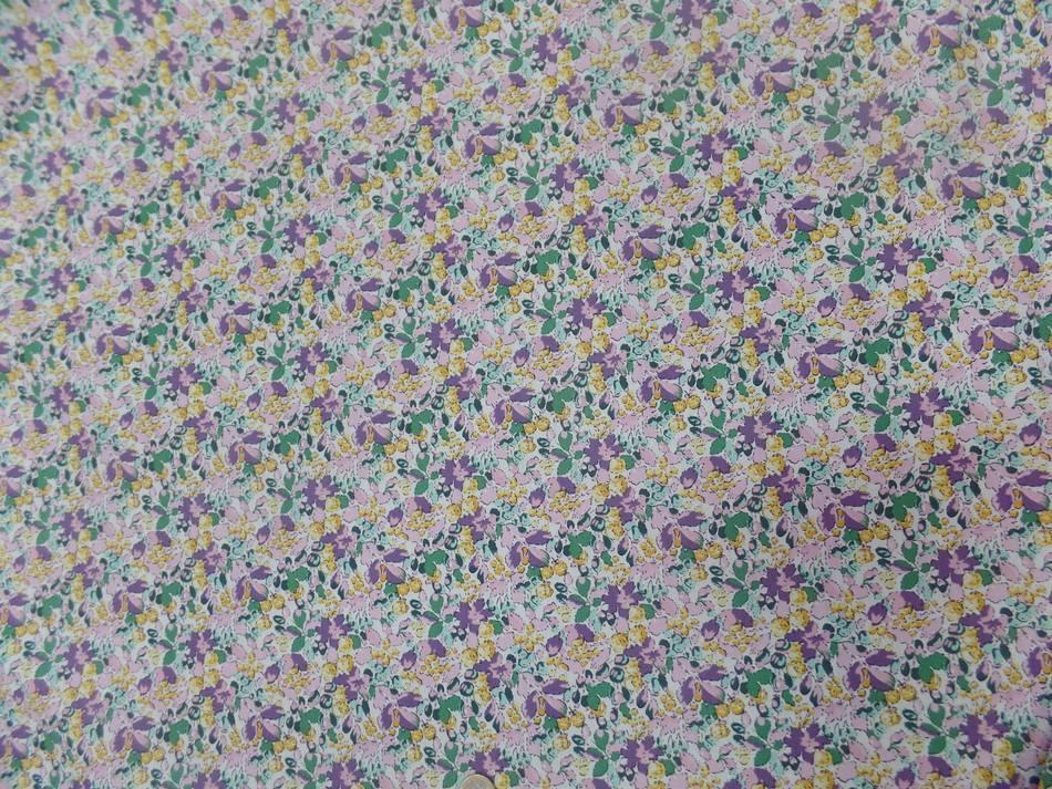 Coton popeline imprimé liberty fleurs ton lavande ,jaune et vert
