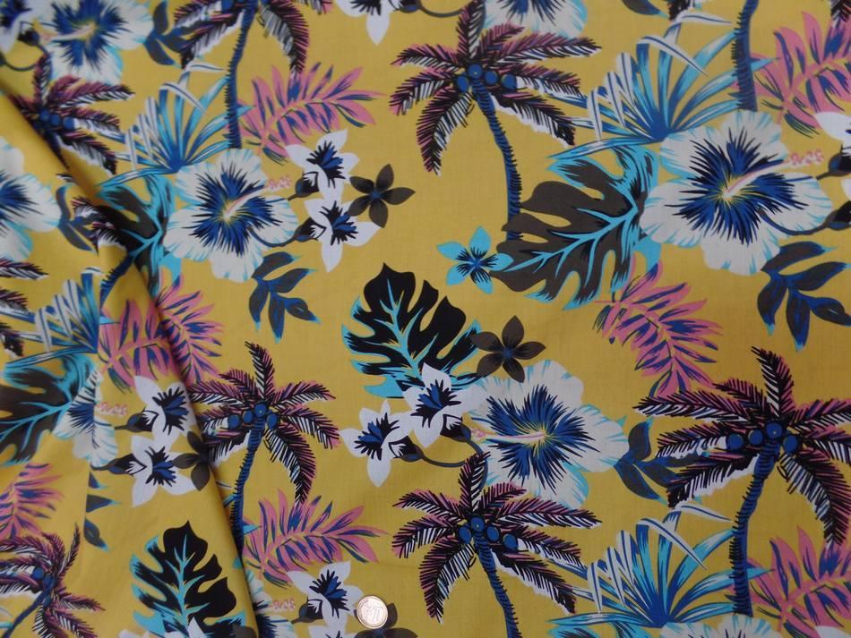 Coton popeline jaune safran imprime hawaïen ton blanc bleu noir marron