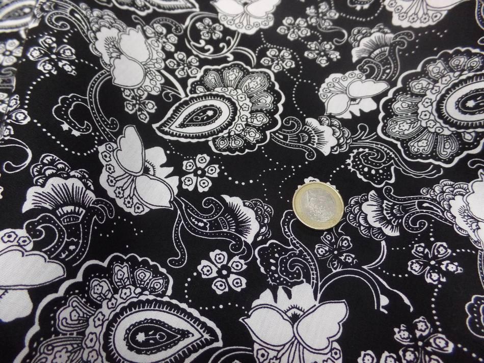 coton popeline noire imprimé fleurs ton blanc