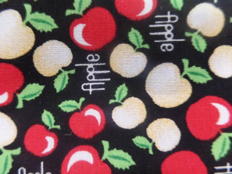 coton tissu popeline noire imprimé liberty motifs petite pomme  rouge