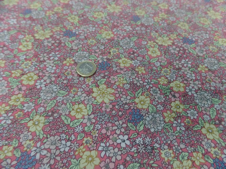 Coton popeline saumon imprime liberty motifs petite fleurs