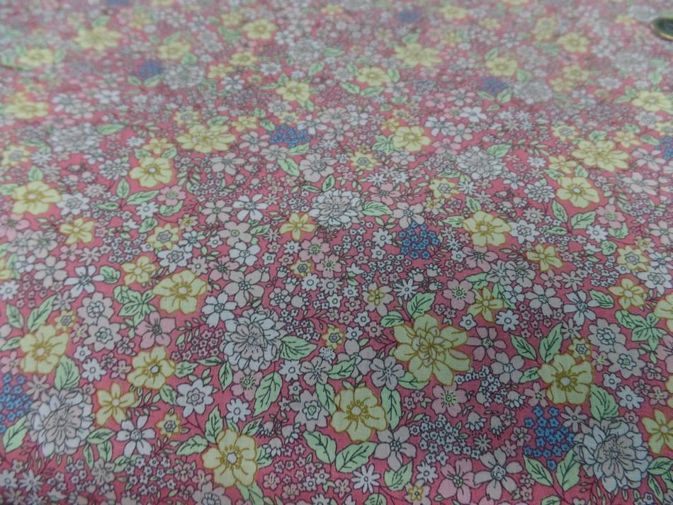 Coton popeline saumon imprime liberty motifs petite fleurs2