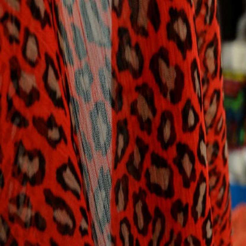 Coupon de 1 50 m de mousseline chiffon rouge panthere7
