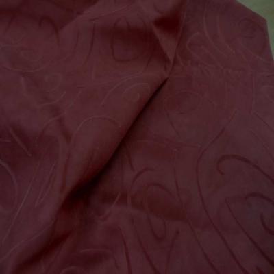 Coupon de 1m d alcantara rouge bordeaux a motifs0