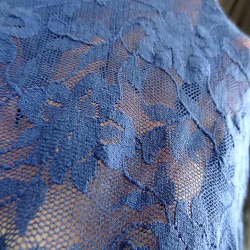 Coupon de 2 m de resille lycra dentelle bleu klein3